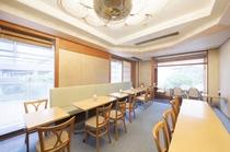 ご朝食会場は2階フロント前にございます