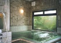 女性大浴場は2ヵ所。深夜2時まで朝は5時から