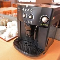 *ダイニングルーム/朝食のお飲み物はセルフサービス。珈琲、紅茶、お茶、種類豊富に取り揃えています。