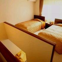 【本館メゾネット2階】1階のリビングと2階の寝室に分かれています。2階寝室部分の写真です。