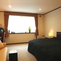 【本館ダブル】160cmのシモンズ社製のベッドでゆったり〜♪カップルやご家族に人気のお部屋です♪