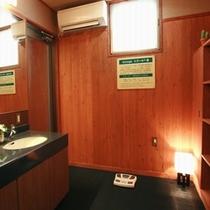 ■男子脱衣室■ 【備品】ドライヤー、男性用化粧水(タオル類は客室からご持参いただいております)