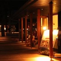 【ハルニレテラス】14店舗が集まり食事、雑貨、タイ式マッサージ、カフェ等々楽しめます!
