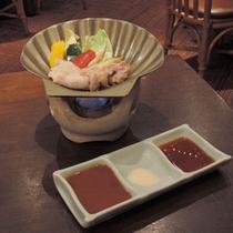 *【いずみ親子ステーキごはん】お肉は野菜と一緒に陶板焼きでジュージュー