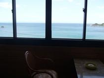 広縁から海をみる3