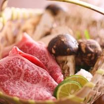 秋限定のお楽しみ♪松茸。 但馬牛とすき焼きでコラボの一例