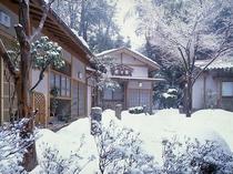 冬には雪に埋れることもある、山荘 珍竹林。 苦難もまた、楽しんでいただければ。