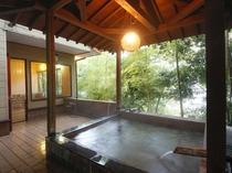 富士見屋の露天付き貸切り温泉風呂の一例