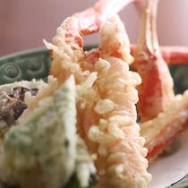 揚げたてをお熱いうちにどうぞ! かにの天ぷらの一例