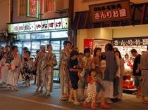 (温泉街)城崎のお楽しみのひとつ温泉街散策にも、ゆかた姿でお出かけください♪