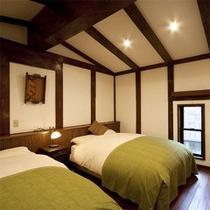 天保蔵にはベッドルームを備えております。