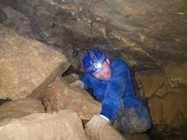 洞窟探検4(狭い所も)