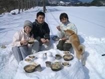 雪のテーブルであったかランチ♪スノーピクニック