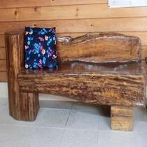 店主の手作り椅子:ヒバの木