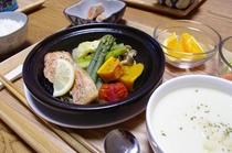 サーモンソテー(タジン鍋)
