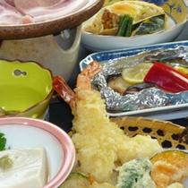 【ご夕食一例】旬の地元食材を使った和風会席膳です