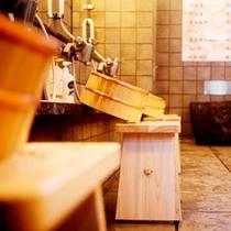 岐阜県の東白川村から作られた椅子と桶
