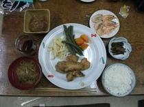 夕食の一例(唐揚)