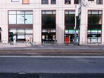 【買物】キラリス函館の1階。左からプロント(カフェ)、月の雨(クレープ)、ファミリーマート