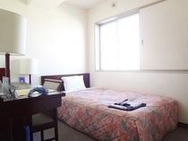 【シングルルーム】10.5㎡〜13.5㎡・ベッド幅90cm〜120cm(お部屋によって異なります)