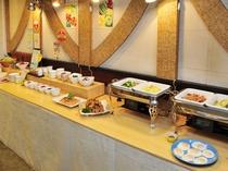 朝食バイキングは7:00から10:00まで1階レストランでご提供しています