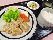 レストランひいらぎ☆豚バラ塩ダレ定食¥500(税込)