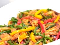 彩りも料理の大事な要素。野菜なら栄養もあって一石二鳥