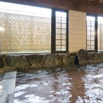 温泉内湯(左)