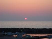 5月のオレンジ色の夕日