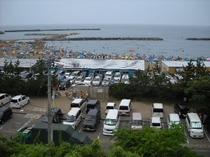 東の輪海水浴場の賑わい(2)