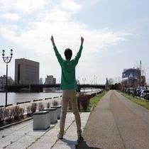 ホテル横の釧路川沿いで朝 体操しませんか? 気持ちが良いですよ
