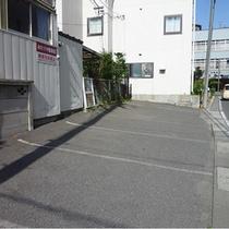 ホテル横駐車場