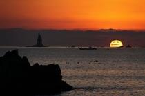 水平線に沈む夕景