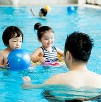 家族でプール