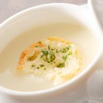 スープ(フランス料理イメージ)