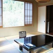【和室一例】野鳥の声、谷川のせせらぎなど四季を感じることが出来るお部屋です。