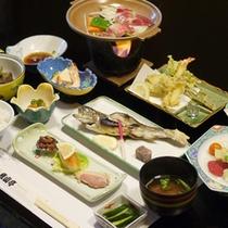 *【夕食例】新鮮な川魚を中心とした献立となっております。