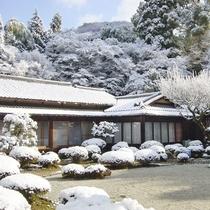 【景色】冬に雪が降れば真っ白な風情ある景色をご覧いただけます。