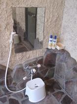 男女兼用ドミトリー用共同シャワー