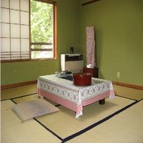 和室山側のお部屋(6畳)