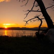 【お散歩コース】泊浜の少し手前に位置した静かな落ち着ける場所です。戸倉半島に沈む夕陽がご覧になれます