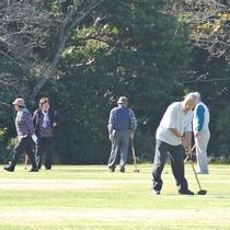 【グラウンドゴルフ風景】ボールもクラブも持ち込みの必要がございません