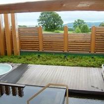 ゆったりのんびり温泉につかりながら四季折々の 猪苗代湖の絶景をお楽しみください。