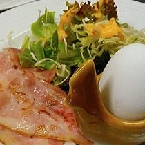 長期滞在のお客様には飽きないように卵料理を毎日変更するなど工夫し、毎日いただいても楽しめるメニューに