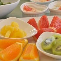 【フルーツ】た〜くさんのフルーツで朝からビタミン補給♪