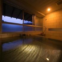 【ラグジュアリースイートツイン】広々とした展望風呂に浸かり、外の景色を眺めながら登別の名湯を独占。