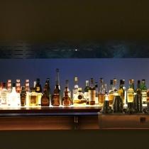 【バーZERO】見た目に美しいカクテル、年月を重ねたワインやウイスキー、北海道の地酒などが揃います。