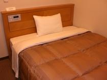 シングルルーム ベッドサイズ140x196cm