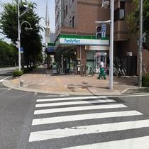 ◆ホテルへの道順⑤◆ファミリーマートが見えてきます◆
