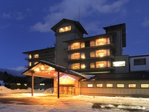 冬のホテル全景 夕暮れの頃